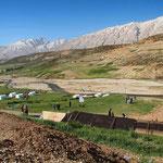 Zeltlager bei den Bakhtiari-Nomaden im Zagros-Gebirge auf einer Höhe von etwa 2500 Meter.