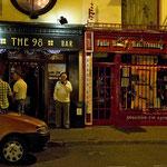 In den irischen Bars müssen die Besucher zum Rauchen vor die Tür.