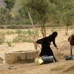 Brunnen auf dem Weg nach Shaharah. Solche Aufnahmen darf man nur unbemerkt machen!