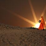 Farbtupfer in den Dünen der Wüste Thar, nahe der pakistanischen Grenze in Rajasthan.