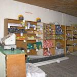 Das Warenangebot in den wenigen Geschäften hält sich sehr in Grenzen.
