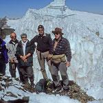 Wir sind froh, glücklich und stolz zugleich, dass wir es geschafft haben.  Wir stehen auf dem Campa-Uno - rund 5.600 m hoch.