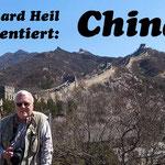 Ein lange gehegter Wunsch geht für mich in Erfüllung, denn ich stehe auf der Chinesischen Mauer, die im 7. Jh. v. Chr. begonnen wurde und mit mehr als 6000 km Länge als das größte Bauwerk der Erde gilt.