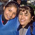Auf dem Markt von Arequipa begegneten mir an einem Stand diese beiden jungen Damen.