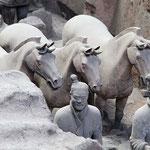 Terrakotta-Armee bei Xi'an: Mehr als 7000 tönerne Krieger in Lebensgröße waren die Grabbeigabe für Kaiser Huang Di.
