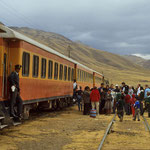 Mit der Andenbahn von Puno am Titicacasee nach Cusco.