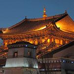 Tempel in Zhongdian in der Abendstimmung.