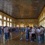 Innen nicht weniger prunkvoll - Der Katharinenpalast in Puschkin bei St. Petersburg.