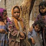 Kinder in der Bergsiedlung Al Qabi.