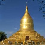 Direkt auf dem Hochufer des Flusses Irrawadey steht die Law Ka Nanda-Pagode.