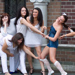 Junge Frauen in St. Petersburg beim Fotoshooting.