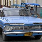 Straßenkreuzer in Cienfuegos.