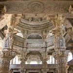 Filigrane Kunst im Tempel von Ranakpur.