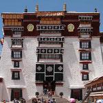In den Räumen des Potala - Palastes von Lhasa ist das Fotografieren streng verboten.