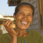 Gerne werden in Burma die Cheruts (Burmesische Zigarre) auch von Frauen geraucht.