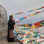 Pilgerin auf einem Pass auf dem Weg von Gyantse nach Lhasa.