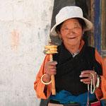 Pilgerin beim Kloster Tashilhunpo in Shigatse, der Residenz des Panchen Lama.