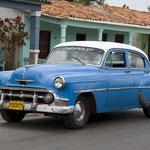 Bei uns ein seltener Oldtimer. In Kuba dagegen begegnen einem die amerikanischen Straßenkreuzer aus den fünfziger Jahren ständig.