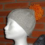 graumelierte Strickmütze mit Rand und dickem Bommel orangemeliert