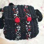 schwarz/rot/weiße Umhängetasche mit roten Knöpfen (out)