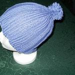 Strickmütze blaulila mit Bommel