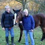 Zufrieden nach der Ausbildung mit Pferd