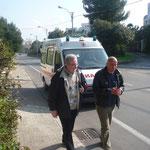 Da sinistra Riccardo e Angelo. Quest'ultimo viene da Ostuni, e assieme a Riccardo e parecchi altri, ogni sabato notte è presente a Jaddico per il rosario.