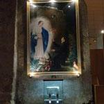 Siamo dietro il muro, luogo dell'apparizione della Madonna a Teodoro D'Amici. Il tutto raffigurato su questo telo, attraverso la bravura dell'artista, ma anche, così come accade nell'A.T. l'aiuto dello Spirito Santo.