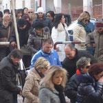 Nino non si risparmia, spesso è di aiuto ai Vigili urbani, o come è accaduto in questa giornata alla Protez. Civile, sugli incroci, lungo la strada.