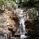 中社隣の滝