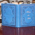 modernes Lieblingsbuch mit historischen Ornamenten
