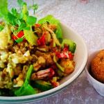 Hirsesalat mit frischen Kräutern, Gemüse, Radicchio & basischen Brötchen