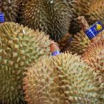 Curtet Marlène (C'est seulement à l'odeur si c'est du durian (particulier !) ou alors si c'est l'excellent Jacfruit ! droit arrivé de Thailande je pense !).