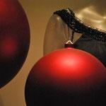 "Anne Oberhauser Poggi (Yes ""mes"" boules de Noël), Pati Bühler-Périllard (Ah !! Enfin des boules de Noël)."