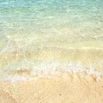 川平湾の波。透明度が素晴らし過ぎる。