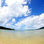 崎枝湾の誰もいないビーチ。