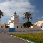 Le phare de la ville, sur la falaise