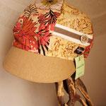 大判花柄のキャスケット 落ち着いた茶色ベースで服に合わせやすいよ!