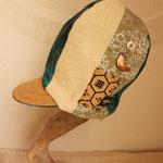 着物帯の柄ポケットが目を惹くオシャレ背高帽子 サイドの月ボタン揺れるよ!