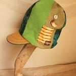 サイドに揺れる月のボタンがアクセントの森の色 背高帽
