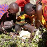 Kenya. Masais sangre cabra