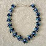 Hogarths crystal Curve Wachsperlen Blautöne 35 Euro verkauft