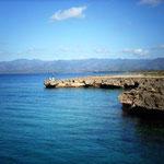 Sicht vom Meer auf die Sierra del Escambray, Trinidad, Kuba
