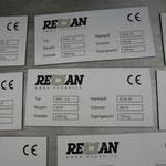 22. Typenschilder aus Kunststoff weiß/schwarz lasergraviert, incl. Graustufen