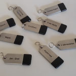 33. Hotel-Schlüsselanhänger aus 4 mm Edelstahl gebürstet, incl. vertieft gefräster Gravur