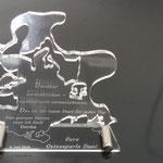 37. Lasergeschnittenes Acryl mit Lasergravur und Edelstahlständern