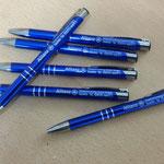 31. Kugelschreiber aus blau eloxiertem Alu mit Laser-Gravur