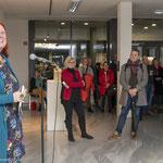 Am Mikrophon: Patricia Mersinger, Leiterin des FB Kultur der Stadt Osnabrück  Foto: Angela von Brill