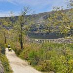 Llegando a Bustarviejo con el viaducto al fondo