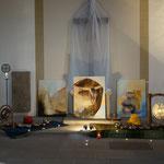 """Bad Wimpfen , Cornelienkirche, Projekt """"Kunst in der Kirche"""", Klanginstallation (Stephanie Schneider) und Bilder von Susie Bauer"""